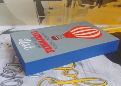 Δείγμα εκτύπωσης κάρτας λαμιναριστής με 2 χαρτιά (2x350gr Velvet) και βαμμένο σόκορο και τοπικό UV