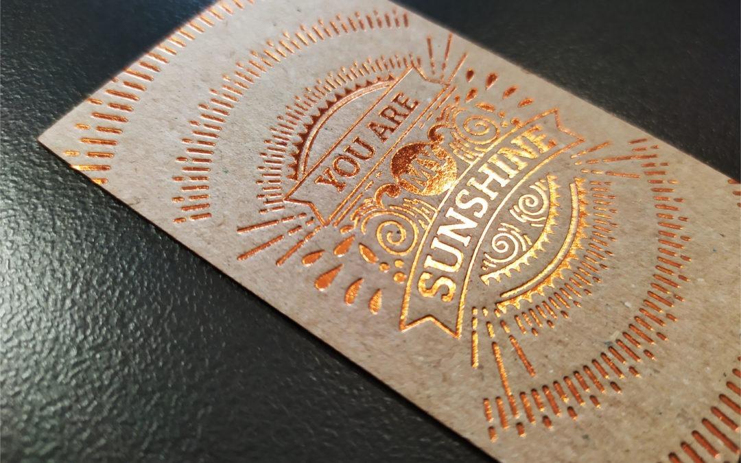 Επαγγελματικές κάρτες σε ανακυκλωμένο χαρτί.
