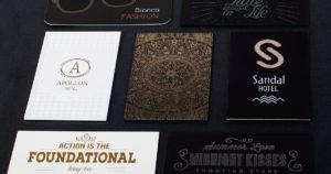 Portfolio επαγγελματικών καρτών με διάφορα χαρτιά και τεχνικές εκτύπωσης.