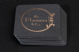 Επαγγελματικές κάρτες σε ανακυκλωμένο χαρτί με θερμοτυπία