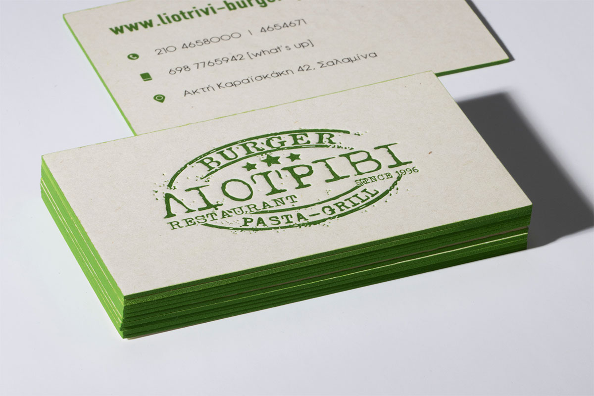 Επαγγελματική κάρτα σε οικολογικό λευκό χαρτί.