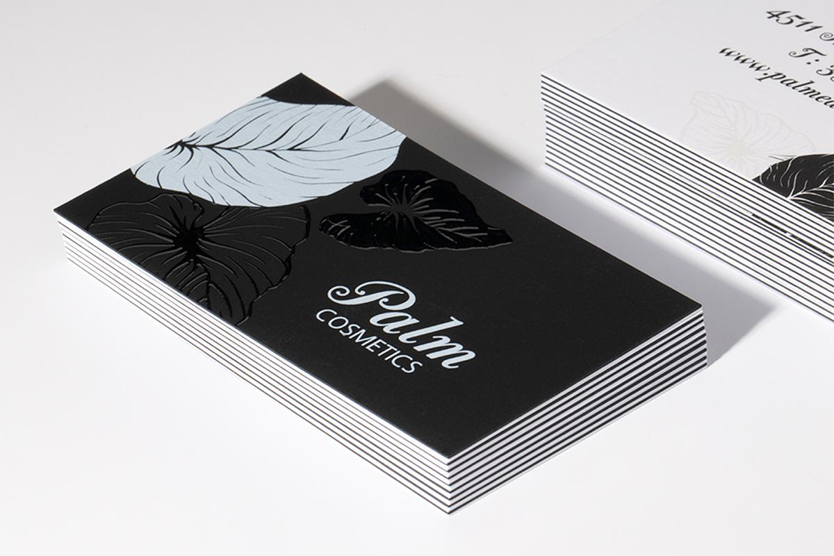 Επαγγελματικές κάρτες με 3D UV για εταιρεία καλλυντικών που δείχνει φύλλα λουλουδιού.