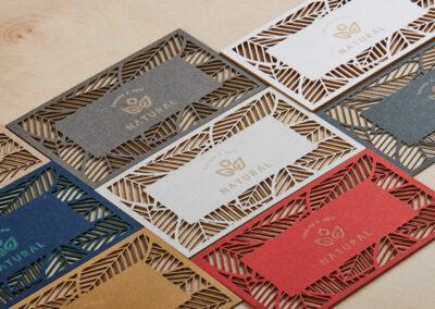Κάρτες με κοπή και χάραξη Laser